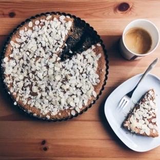 Karabuğday Unlu: Ballı Bademli Kek