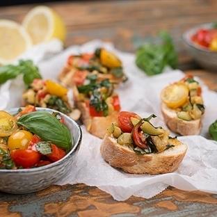 Bruschetta mit eingelegtem Chili-Gemüse