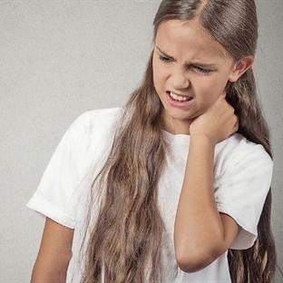 Çocukluktaki omurga eğriliği büyümeye engel değil