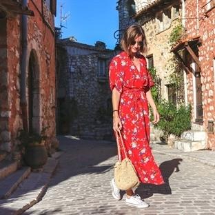 Outfit // Rotes Wickelkleid und Korbtasche