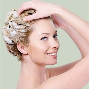 Saç Dökülmesini Azaltan Şampuanlar