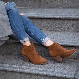 Çalışan Kadınlar Ayakkabıyı Çok Seviyor