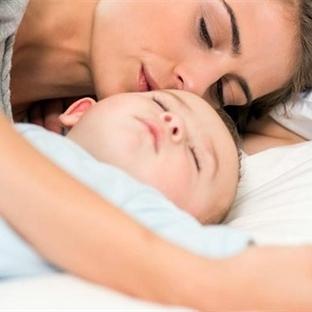 Bebeğinizle Birlikte Uyumanın Fayda ve Sakıncaları