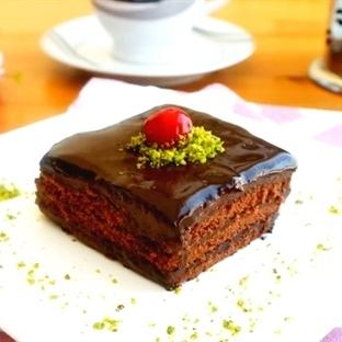 Çikolatalı Kolay Yaş Pasta Tarifi