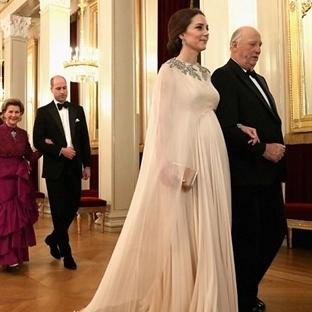 Kate Middleton: Alexander McQueen Pelerinli Elbise