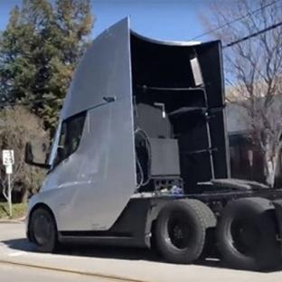 """Tesla Semi'nin """"yok artık"""" dedirten hızlanma gücü!"""