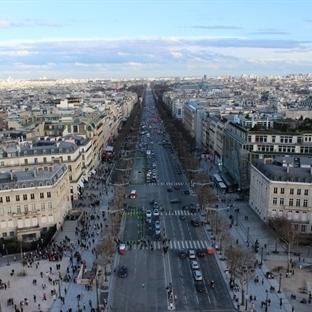 Şanzelize Caddesi: Paris'te Bir Gezinti
