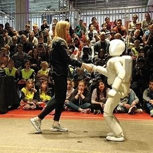 "ASİMO ""Bir Robot Hikayesi"""
