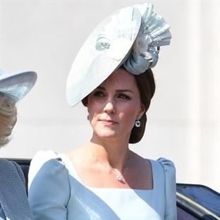 Kate Middleton: Alexander McQueen mavi elbise