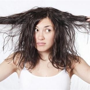 Saçlarınızı Daha Az Yıkamanızı Sağlayacak 5 Çözüm