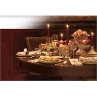 Romantik Bir Yemek Masasındaki Detaylar