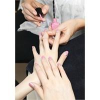Chanel'dan Pembeli Gümüşlü Nail Art