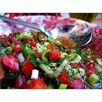 Domates Salatası Nasıl Yapılır?
