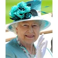İngiltere Kraliçesi İkinci Elizabeth'in Şapka Kole