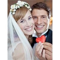 Evlilikte İki Kişinin Mutlu Üçgeni...
