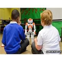 Otistik Çocuklar İçin En İyi Öğretmen Robot Mu?