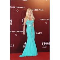 Versace`nin Kendi Değil Ama Elbiseleri Harika