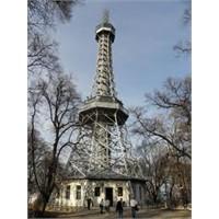 Prag Petrin Kulesi - Sizce De Eyfel'e Bezemiyor Mu