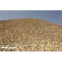 Geçmişin Gizemi: Gize Piramitleri