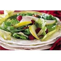 Kremalı Ahududulu Elmalı Marul Salatası