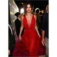Selena Gomez, Spring Breakers Galasında Kırmızı !
