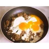 Kahvaltıda Sahanda Bersi Yumurta