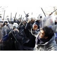 Sağımsolum Sobe Derken Okul Yollarını Polis Kapadı