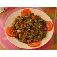 Cevizli Biberli Yeşil Zeytin Salatası