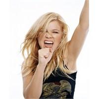 Kimi Dinliyorum ; Kelly Clarkson