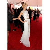 Paris Hilton'un Değişmeyen Moda Trendleri