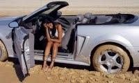 Kadınlar Lüks Otomobil Sever