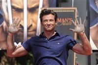 Wolverine Elini Çimentoya Bulaştırdı