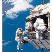 Uui'nin İki Rus Kozmonotu Uzay Yürüyüşünde