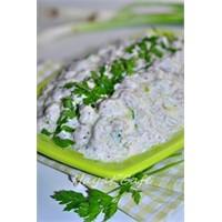 Yoğurtlu, Sarımsaklı Barbunya Salatası