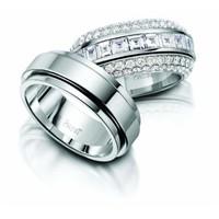 Benimle Evlenmek İstemiyor Mu?