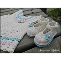 Bebek Yeleği Ve Bebek Ayakkabısı