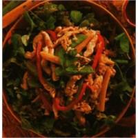 Sebze Salatalı Tavuk