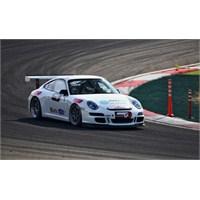 Porsche'lerle Pistte