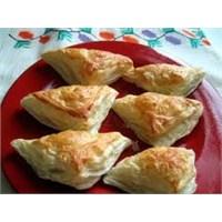 Puf Böreği (Beyaz Peynir Üzeri)
