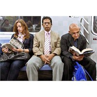 New York Metrosundaki Kitap Aşkı