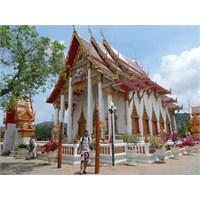 Phuket'te Rengarenk Bir Tapınak: Wat Chalong