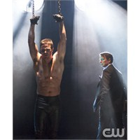 "Arrow 1.Sezon Finali ""Sacrifice"""