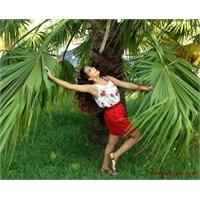 Kombin Önerileri 20 : Floral Top & Red Skirt
