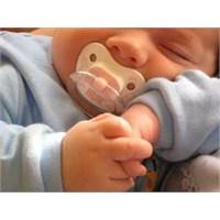 Bebeğe Emzik Verilmezse