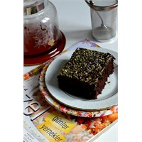 Yumurtasız Çikolata Soslu Kakaolu Kek