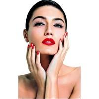 Kadınların Cazibesinin Önemli Sırrı:kırmızı Ruj