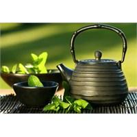 Sıkı Göğüsler İçin Yeşil Çay Mucizesi