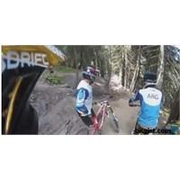 Tepeden Aşağı Bisikletle İnerken Beklenmedik Viraj