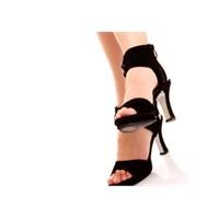 Dar Ve Yüksek Topuklu Ayakkabılar