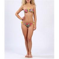 Collezione Seksi Bikinileriyle Kolları Sıvadı